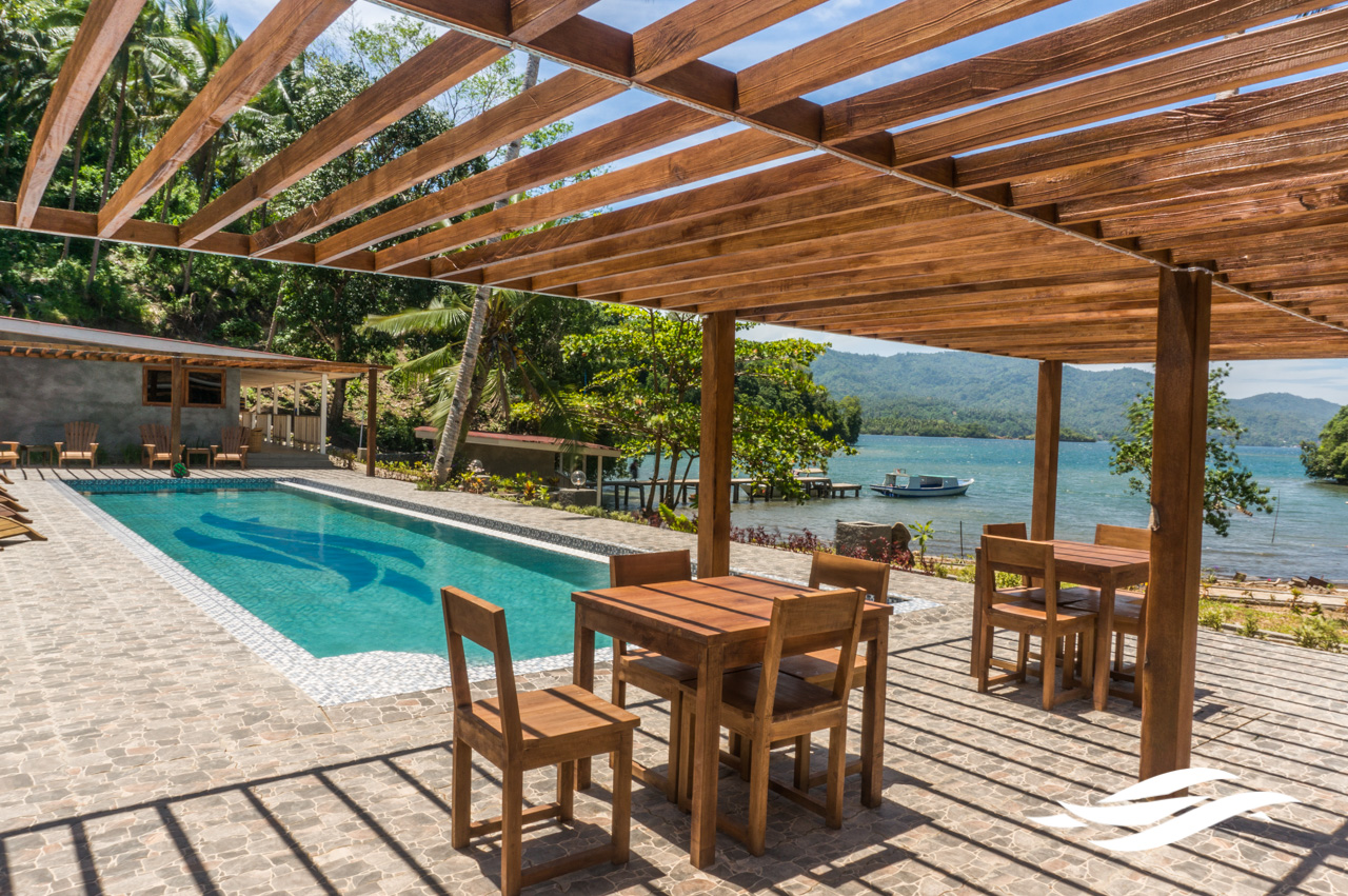 lembeh-pool-terrace.jpg